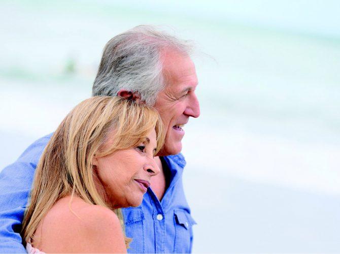 Paar am Strand - Klinische Forschung Novartis