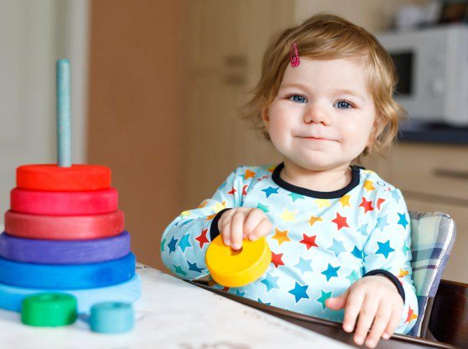 Kind beim Spielen - Panorama - Klinische Forschung Novartis